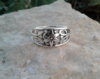 Flower Ring, Solid Sterling Silver Flower Ring with Swirls, Flower Jewelry, Hippie Ring