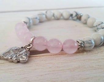 Mala bracelet. Elastic bracelet natural stones. Rose Quartz. Howlite