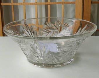 Glass bowl. 1930's pressed glass bowl. Perfect condition