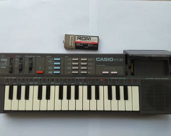 CASIO PT-87 Vintage Synthesizer Electronic Keyboard w/ Casio Rom RO-551