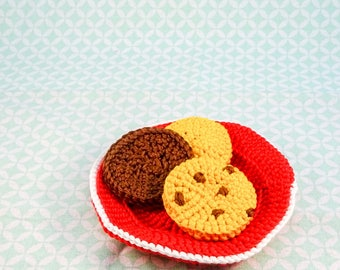 crochet dish with biscuits//crochet//cookies//doll tea set
