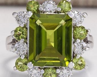 Ladies New Green Peridot Gemstone Silver Fashion Ring Size 8