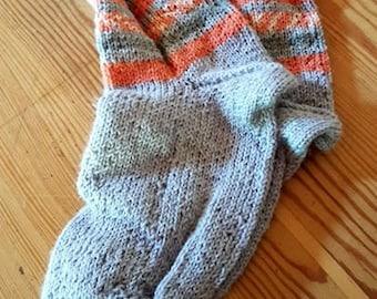 Hand-knitted children socks size 34/35 (UK 1 / 2).