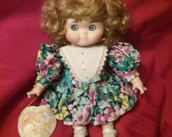Collectible DOLLY DINGLE doll music doll limited edition 257/2000