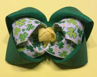 Green Shamrock Bow, St. Patricks Day Bow, Green Hair Bow, Little girls hair bow, Glitter bow, St.Patricks Day Hair Bow