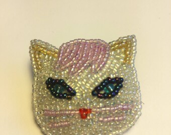 Beaded white cat pin/brooch