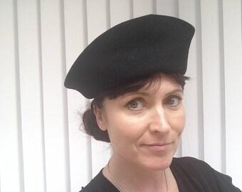 Vintage 1940s Black Woolen ladies hat from Bermona Trend - nice condition
