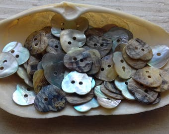Button heart mother of Pearl 24 mm