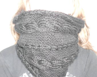 """""""Snood"""" with twisted black collar"""