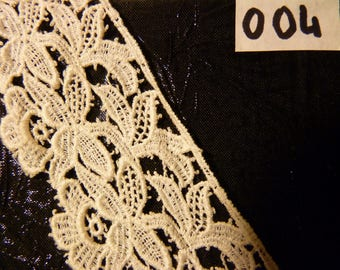 Ecru white pattern mechanical guipure lace flowers (5 m length)