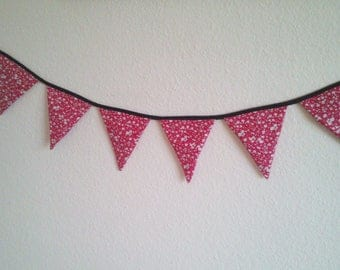 New Collection Garland 7 flags, red and small white flowers