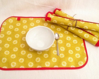 Set of 4 place mats in lime green and white coated fabric