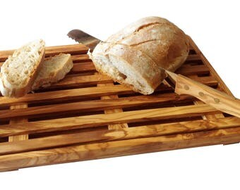 A bread cutting board
