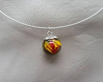 Round neck + pendant 1.8 cm in resin and yellow/Red Rose sphere