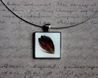 Round neck + square pendant with resin and feather