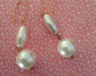 Synthetic pearls earrings