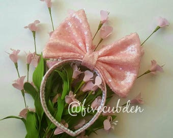 Pale pink oversized bow