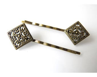 package includes 2 hair pins