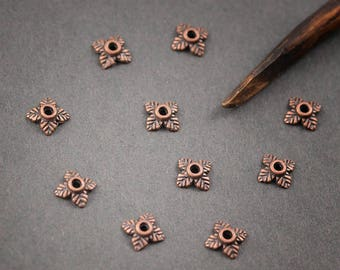 10pcs - small cups flowers, petals, leaves, metal copper • 7mm