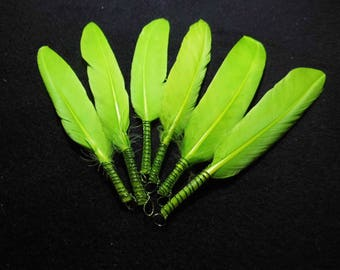 10 green feathers with rings-9 to 13 cm-