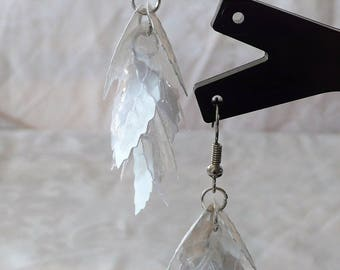 6cm white leaf earrings
