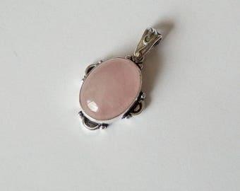 Simple and ethnic Kajutha quartz pendant and rose