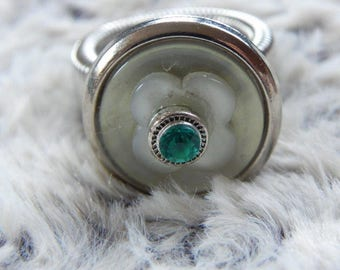 Pretty button with green rhinestone Adjustable ring