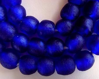 42 TGBM06 - cobalt blue - translucent glass beads