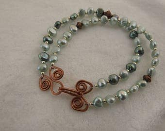 2-strand 19 cm baroque pearl and copper bead bracelet with hand-forged copper hook and eye clasp