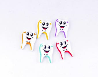 Set of 5 wooden tooth buttons