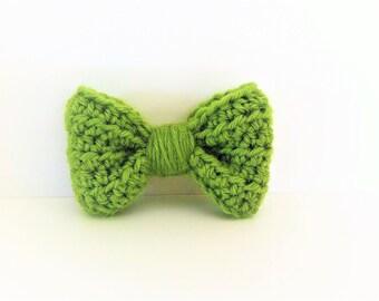 Green bow brooch, wool