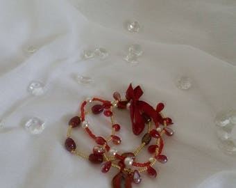 In shades of red/gold glass pearl bracelet