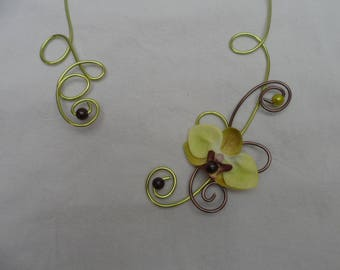 Bridal flower - lime chocolate necklace