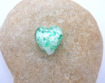 Heart-shaped Green iridescent white glass Pearl