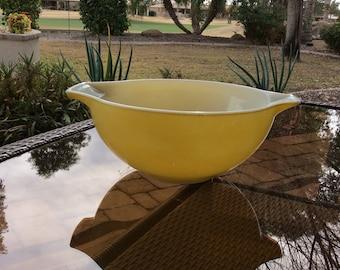 Pyrex Yellow Mixing Bowl, Cinderella Yellow Pyrex bowl, PYREX 443 cinderella Bowl, Cinderella yellow mixing Bowl, vtg kitchen gift