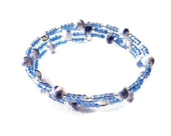 Bracelet ranks white and blue beads