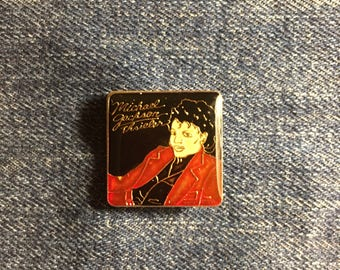 New MICHAEL JACKSON THRILLER vintage enamel pin button badge lapel 90's fashion new deadstock