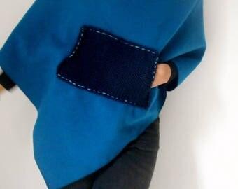 Asymmetrical fleece poncho with big pockets
