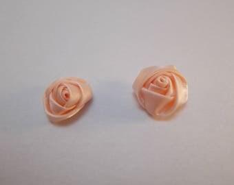 1 set of 2 beautiful roses in satin 16 mm diameter