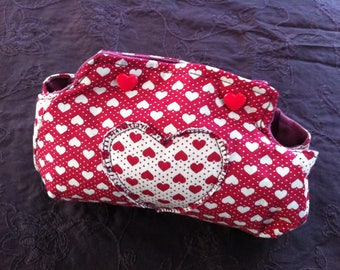 Pouch or coin purse hearts red and off-white