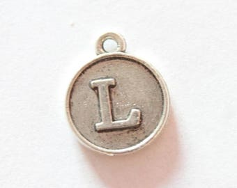 Silver metal charm, letter L, about 15 * 12 * 2 mm