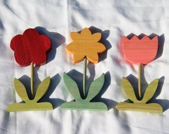 Set of three wooden flowers to ask