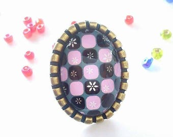 A pretty ring with glass cabochons 25 x 18 mm grid