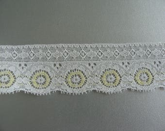 Lace of Calais pattern yellow pale 3.5 cm wide - 7.25 m