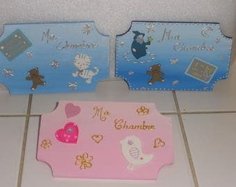 Door plate with wood painted pink or blue kid's room