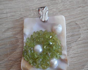 Pendant of cultured pearls and peridot
