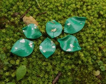 Green rose leaves veined bottle, set of 3 Gold flakes