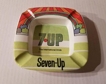 PETER MAX Vintage 60s/70s 7-Up Ashtray ~ Plastic ORNAMIN ~ Seven Up ~ Mod Art / Hippie / Mid Century ~ In Cola/Advertising
