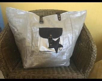 Large tote style pomponette