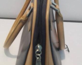 Handbag in Navy Blue and light brown